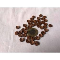 Kicsi barna fa gomb